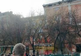 Из омской гимназии эвакуировали 400 человек