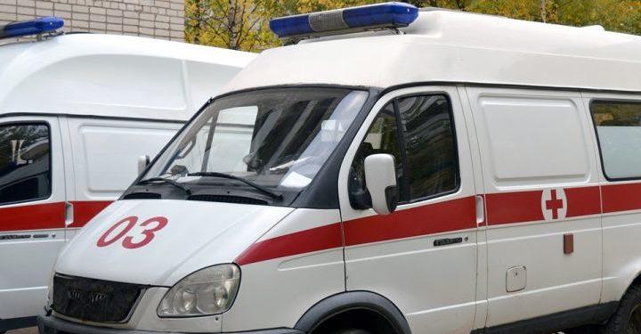 В Башкирии три женщины упали со 2 этажа, спуская диван