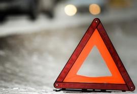В центре города омичка на «Мерседесе» въехала в стоящие машины – пострадали четверо человек