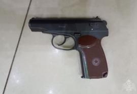 Омич пришел в кинотеатр с пистолетом в руках
