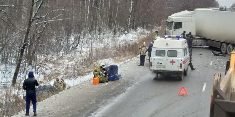 В Башкирии в тройном ДТП с фурой один погиб и двое пострадали