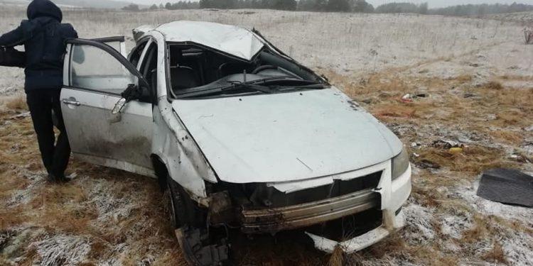 В Башкирии автоледи опрокинула легковушку, погибли двое