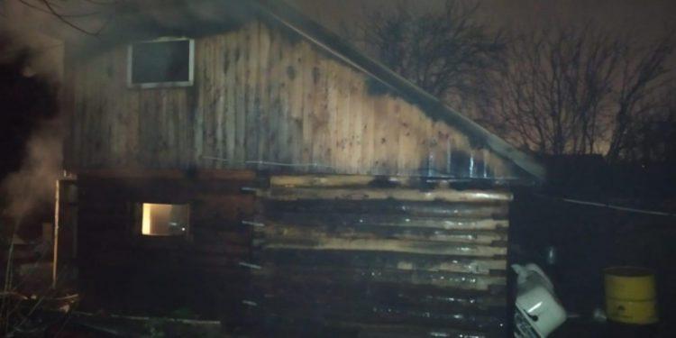 В Уфе при пожаре в доме погибли двое мужчин