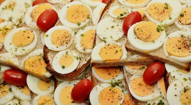 Ученые рассказали, при каких симптомах надо есть больше яиц и капусты