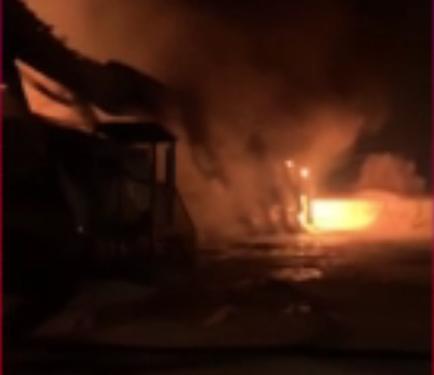 В Акбердино произошел крупный пожар на складе сыпучих продуктов