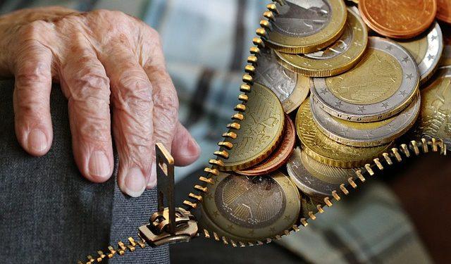 Пенсии могут защитить от взыскания долгов