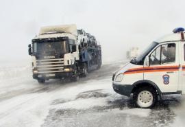 В Омской области из-за метели закрыты две трассы в Казахстан