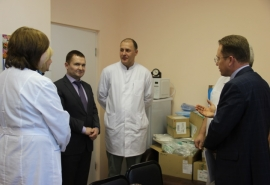 Представители Фонда развития Омской области имени Манякина посетили еще одну детскую больницу