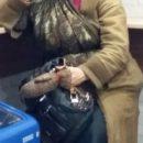 У парка 30-летия ВЛКСМ в Омске днем и ночью ходит неизвестная женщина – соцсети