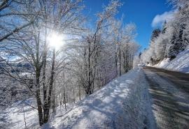 Трассу из Казахстана в Омск открыли после отступления снегопада