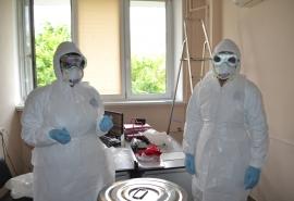 Омская больница закупает партию противочумных костюмов