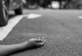 В Омской области водитель сбил на дороге женщину и спрятал ее в кустах