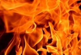 Пожарные полночи тушили пожар в большом доме