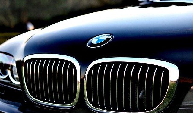 Компания BMW сохранит цены на автомобили в России