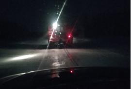 В Омске пожарные вытащили семью с ребенком из снежного плена