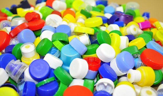 Создан фермент, способный за часы расщеплять пластик