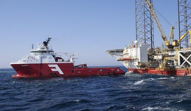 Почти 30 танкеров подошли к берегам Калифорнии