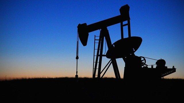 США и Канада обсуждают введение пошлин на российскую нефть