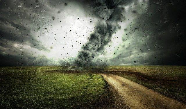 Летом на Россию обрушатся разрушительные смерчи и ураганы