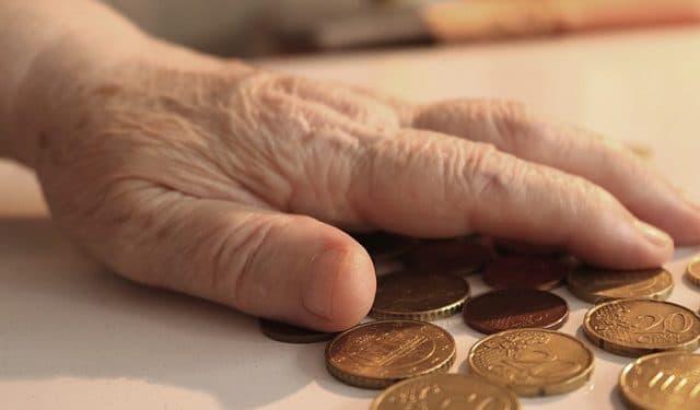 Пенсионеры, чьи пенсии менее 23 тыс. рублей, получат доплату
