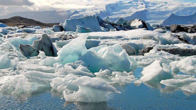 Ученые нашли в вечной мерзлоте поедающие пластик бактерии