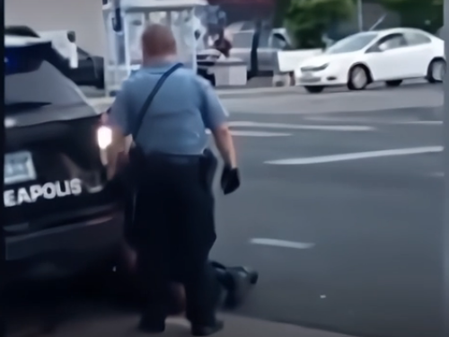 Задержавшим Джорджа Флойда полицейским предъявили обвинения