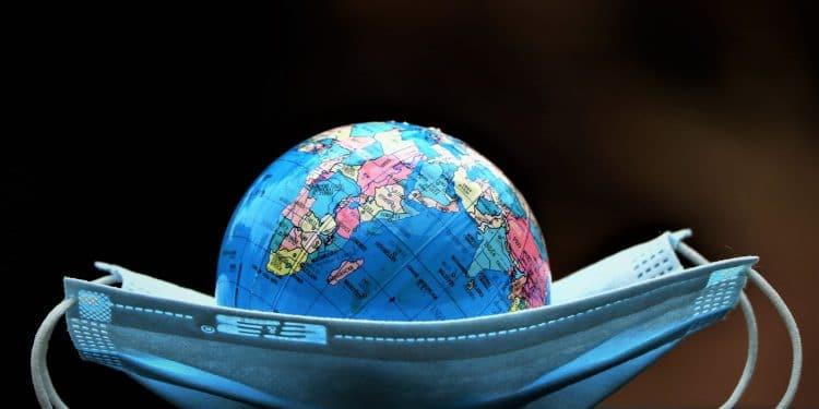 Ученые из Японии намерены победить коронавирус с помощью «умной» ткани