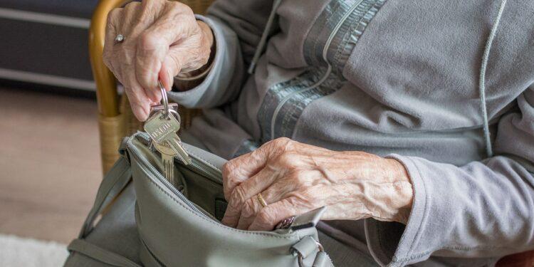 Российские пенсионеры могут получить 2200 рублей на фоне пандемии