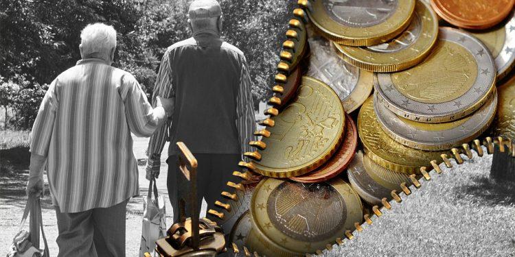 Юристы напомнили о льготах для российских пенсионеров