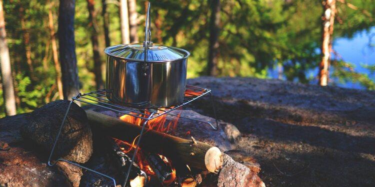 В Башкирии машина скатилась с горы и протаранила палаточный лагерь