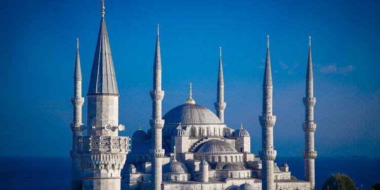 В Турции могут ввести новые ограничения из-за коронавируса