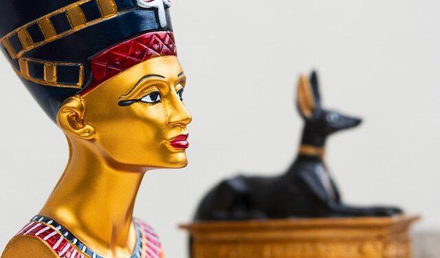 В захоронении возрастом 10 тыс. лет обнаружили загадочные статуэтки