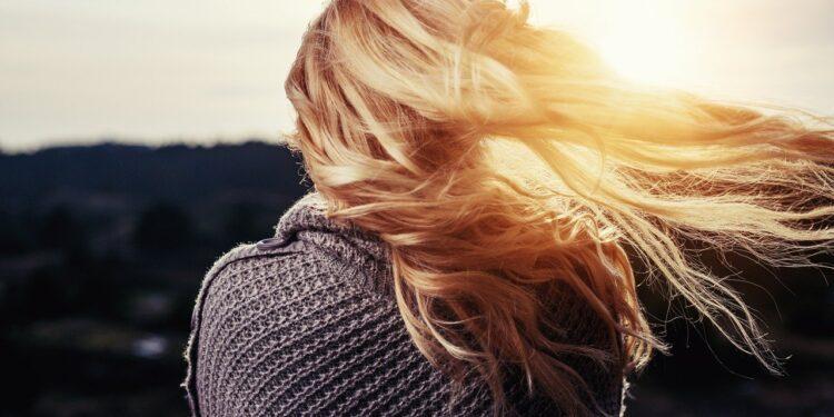 Учёные определили запас яйцеклеток в яичниках женщин по волосам