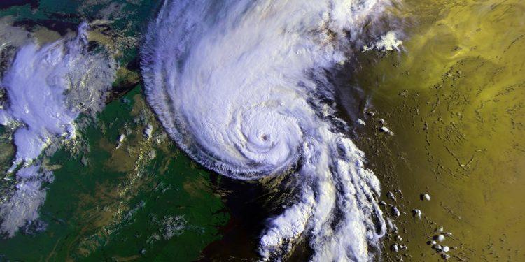 Тайфун оказался способен вызывать землетрясения