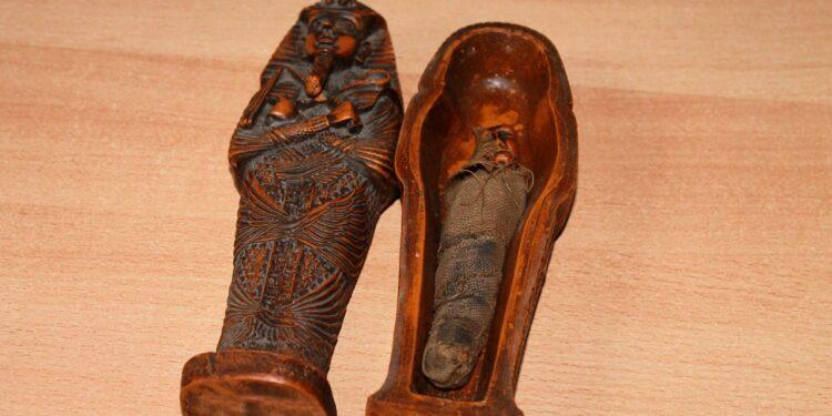 Ученые с помощью КТ открыли тайну маленьких египетских мумий