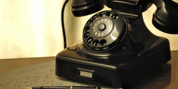 В РФ появился необычный кнопочный телефон стоимостью 1500 рублей