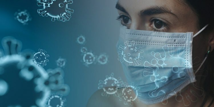 Более заразный штамм коронавируса оказался менее смертельным