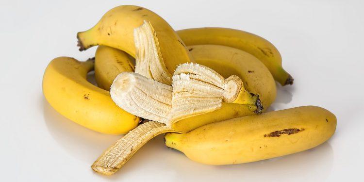 В Африке научились получать биотопливо из кожуры бананов и навоза