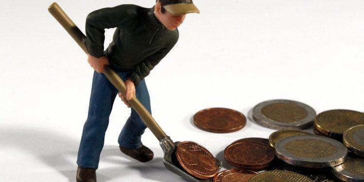 Эксперт рассказал, каким банкам не стоит доверять свои сбережения