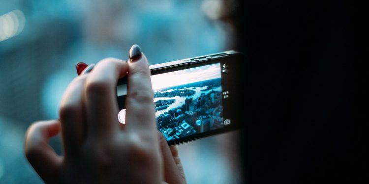 Названа дата выхода дешевого Xiaomi с камерой на 108 мегапикселей
