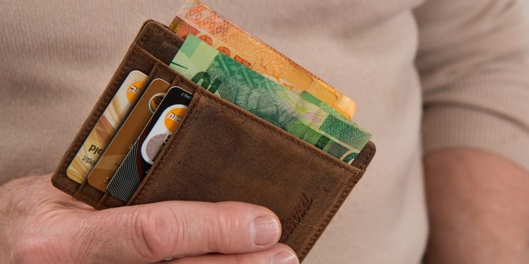 ФНС разъяснила порядок уплаты налога на доходы с банковских вкладов