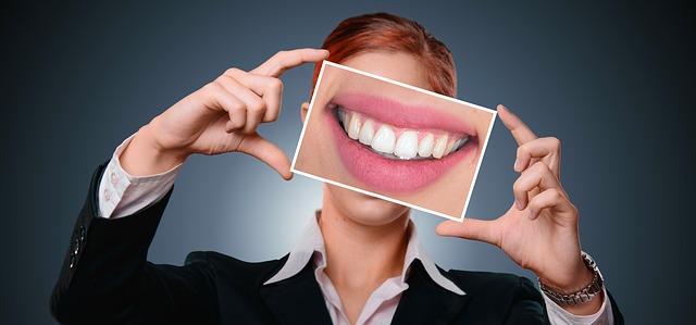 Стоматолог заявил, что отказ от лечения зубов грозит раком
