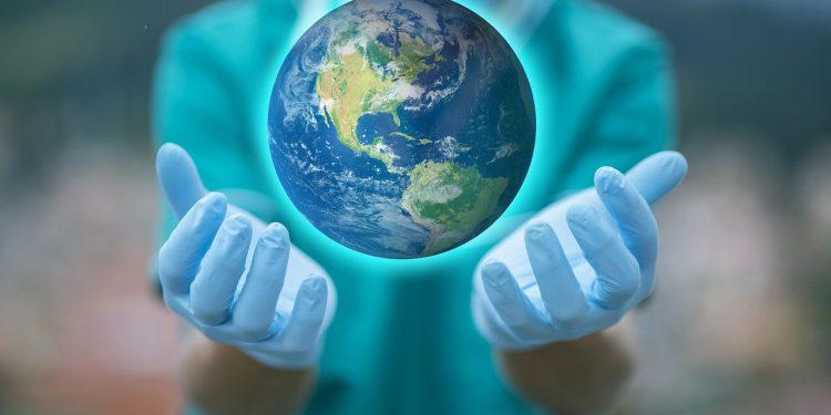 Здоровые люди почти не умирают от коронавируса