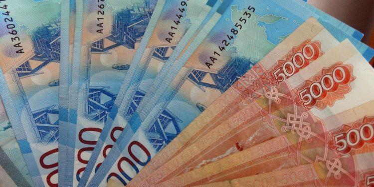 Россияне назвали зарплату в 100 тысяч рублей достаточной для счастливой жизни
