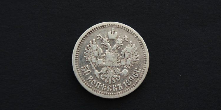 До февраля 2021 года рубль снова может обвалиться