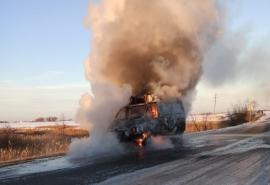 На трассе под Омском сгорела поставленная по федеральной программе карета скорой помощи