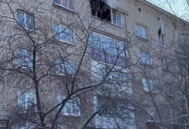 В страшном пожаре в омской пятиэтажке погиб человек