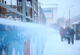 В лютые морозы в Омске задрали цены на такси
