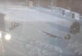 Под Омском «автогонщик» устроил дрифт на детском катке