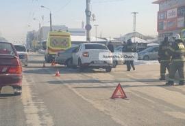 В жестком столкновении в центре Омска пострадали женщина и малыш